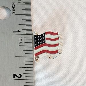 Vintage Jewelry - Small American Flag Lapel Pin USA Patriotic New